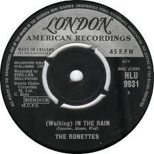 """The Ronettes – Walking In The Rain - 1964 Early R+B Uk Issue 7"""" 45"""